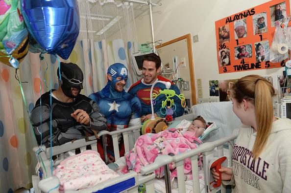 John Moore「Boston Bruins Celebrate Halloween In Costume At Boston Children's Hospital」:写真・画像(13)[壁紙.com]