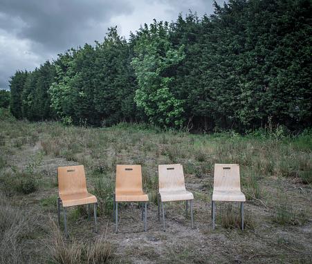 Bush Land「Four chairs in wasteland」:スマホ壁紙(14)