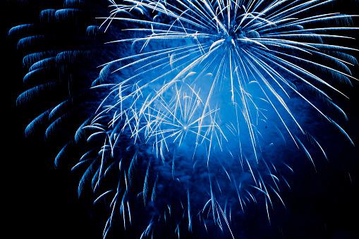 花火「ブルーの花火爆発」:スマホ壁紙(11)