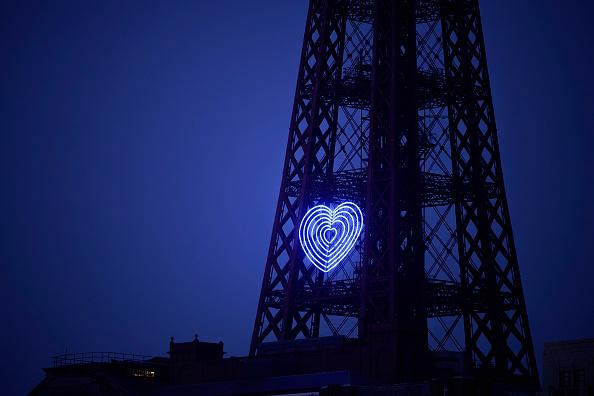 Illuminated「Blackpool Tower Illuminated In Blue To Honor NHS Workers Amid Coronavirus Outbreak」:写真・画像(5)[壁紙.com]