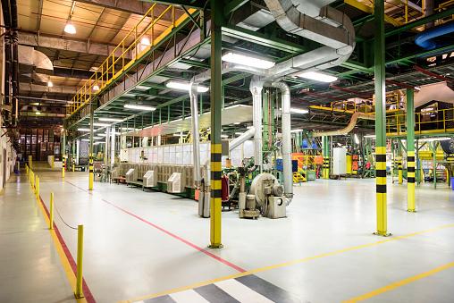 Mill「Pipes and industrial equipment inside aluminium processing plant」:スマホ壁紙(3)