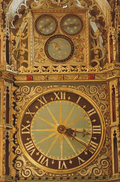 Surrounding「Cathedral Clock」:写真・画像(7)[壁紙.com]