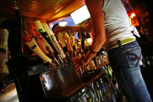 Pouring「Milwaukee Named America's Drunkest City」:写真・画像(8)[壁紙.com]