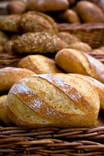 Bakery「Unsliced loaves of bread in a basket」:スマホ壁紙(1)