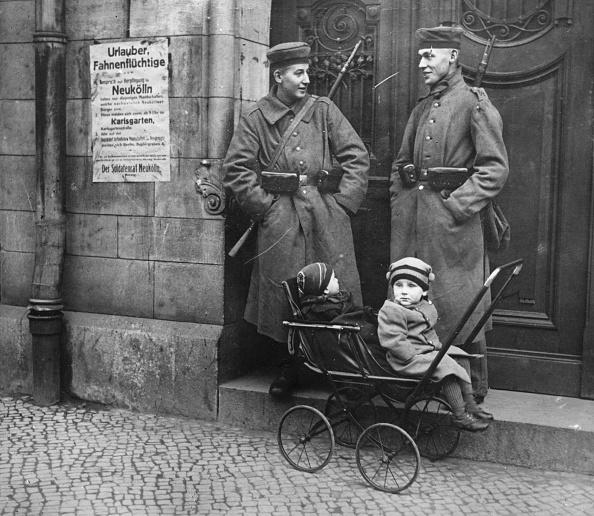 Contrasts「Soldier Babysitters」:写真・画像(5)[壁紙.com]