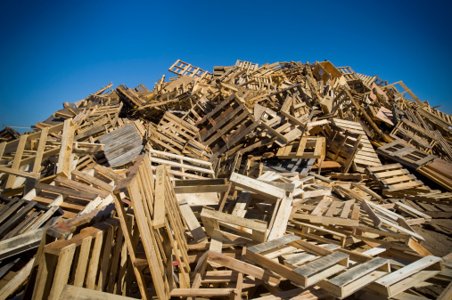 Pallet - Industrial Equipment「mountain of wood pallets to be crushed in to mulch」:スマホ壁紙(14)