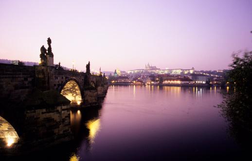 Selective Focus「Czechoslovakia, Prague, Vitava river, Karlsbrücke bridge with sunset light」:スマホ壁紙(4)
