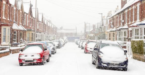 Inconvenience「Typical UK street in winter snow」:スマホ壁紙(16)