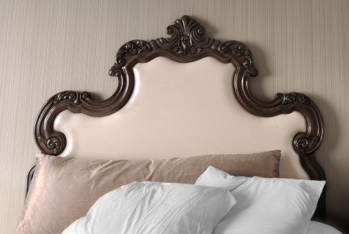 Ornate「Fancy Unmade Luxury Hotel Bed Headboard and Pillows」:スマホ壁紙(19)
