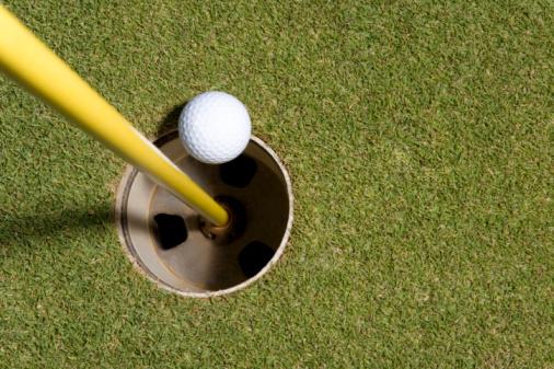 Northern Mariana Islands「Golf ball rolling into hole, Saipan, USA 」:スマホ壁紙(6)