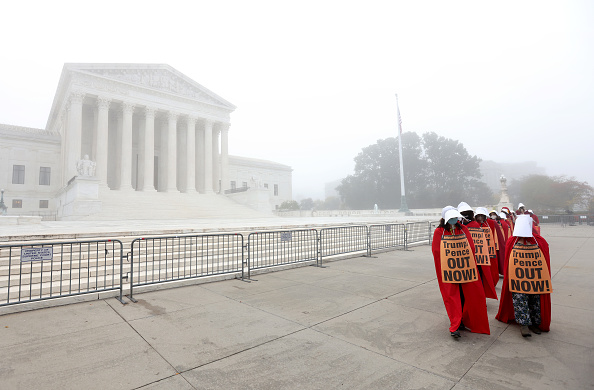 US Supreme Court Building「Protests Held On Day Senate Judiciary Votes On Amy Coney Barrett Confirmation For Supreme Court」:写真・画像(18)[壁紙.com]