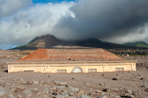 Active Volcano「Plymouth Courthouse buried in lahar deposits from Soufriere Hills volcano, Montserrat, Caribbean.」:スマホ壁紙(2)