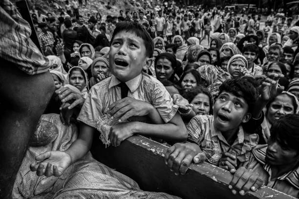 Black And White「Rohingya Refugees Flee Into Bangladesh to Escape Ethnic Cleansing」:写真・画像(19)[壁紙.com]