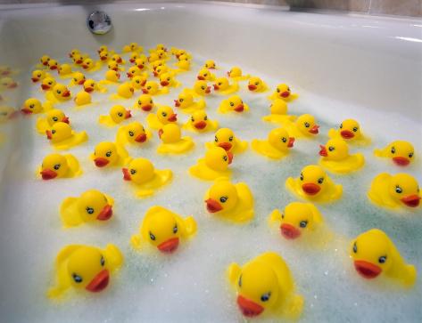 Eccentric「Sea of toy ducks」:スマホ壁紙(10)