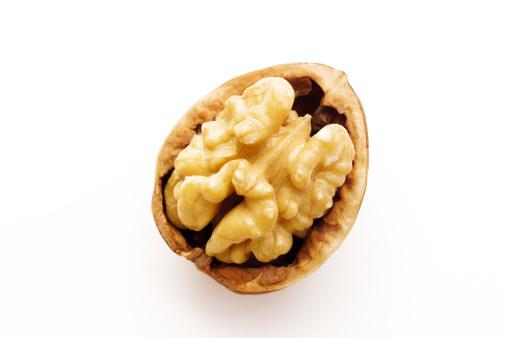 Nut - Food「Walnut in nutshell」:スマホ壁紙(5)
