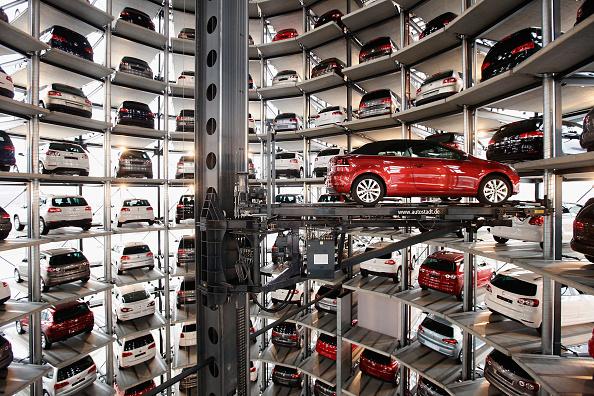 New「Volkswagen AG Presents Financial Results For 2010」:写真・画像(15)[壁紙.com]