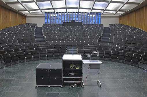 Lecture Hall「An empty auditorium ready for a class or seminar」:スマホ壁紙(10)