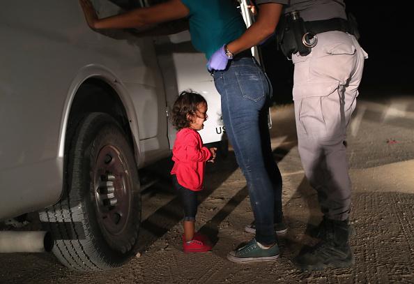 Girls「Border Patrol Agents Detain Migrants Near US-Mexico Border」:写真・画像(0)[壁紙.com]