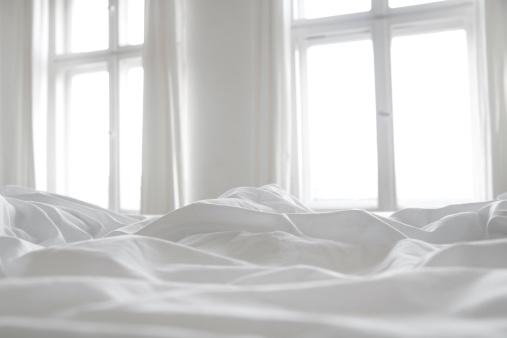 Cleaning「White bed linen」:スマホ壁紙(0)