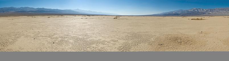 Bush Land「Dry landscape hot cloudless skies」:スマホ壁紙(19)
