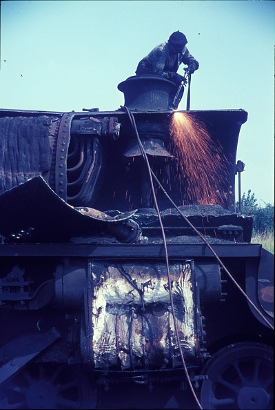 Branch - Plant Part「Cutting up Stanier Black 5 Class 4-6-0s in 1968 at Cohen's scrapyard located near Kettering on the former ironstone branch to Loddington.」:写真・画像(13)[壁紙.com]