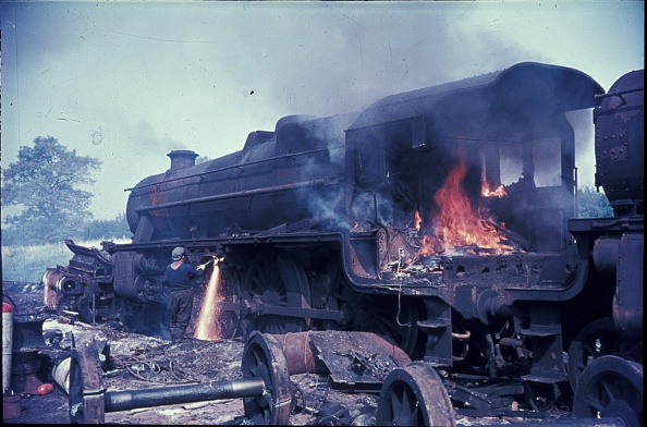 Branch - Plant Part「Cutting up Stanier Black 5 Class 4-6-0s in 1968 at Cohen's scrapyard located near Kettering on the former ironstone branch to Loddington.」:写真・画像(19)[壁紙.com]