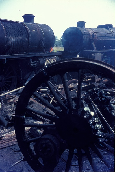 Branch - Plant Part「Cutting up Stanier Black 5 Class 4-6-0s in 1968 at Cohen's scrapyard located near Kettering on the former ironstone branch to Loddington.」:写真・画像(2)[壁紙.com]