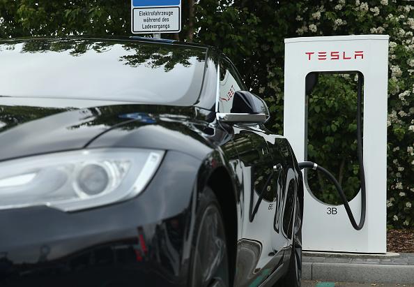 Car「Tesla Offers Charging Stations On German Highways」:写真・画像(8)[壁紙.com]