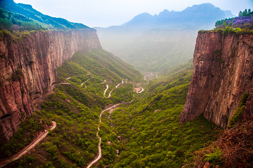 Hairpin Curve「The scenery of Guoliang village of Taihang Mountain,Henan province,China」:スマホ壁紙(18)