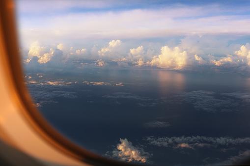 Passenger Cabin「Blue sky viewed through airplane window 」:スマホ壁紙(5)