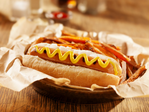 Vegetarian Food「Vegan Hotdog with Sweet Potato Fries」:スマホ壁紙(0)