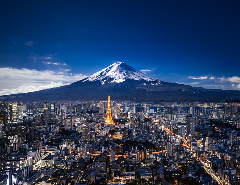 富士山「夜の富士山と東京のスカイライン」:スマホ壁紙(7)