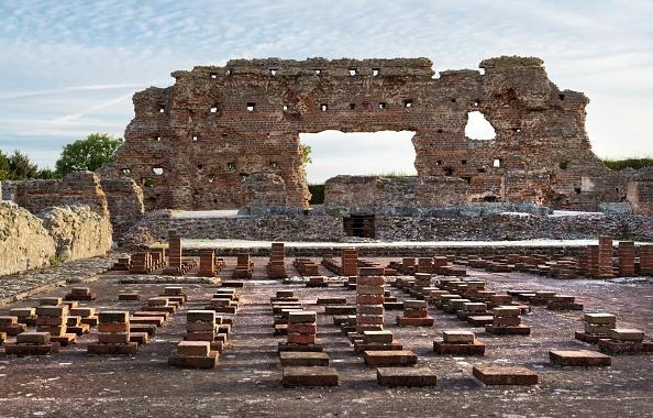Roman Bath「Ruins Of The Baths」:写真・画像(11)[壁紙.com]