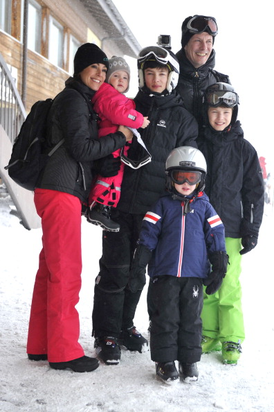 Holiday - Event「The Danish Royal Family Hold Annual Skiing Photocall In Villars」:写真・画像(2)[壁紙.com]