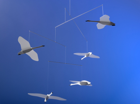 Balance「Hanging mobile with origami geese」:スマホ壁紙(9)