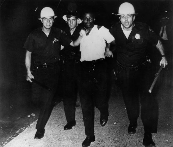 1960-1969「Arresting A Rioter」:写真・画像(7)[壁紙.com]