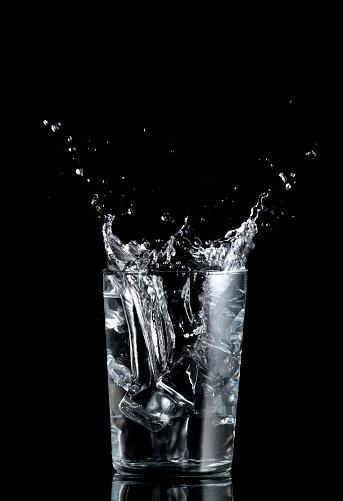 Cool Attitude「splashing drink」:スマホ壁紙(12)