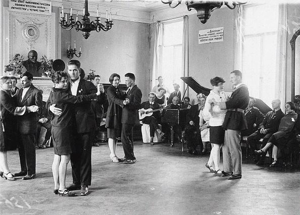 Spa「Dancing At A Health Resort In The Alexander Palace In Tsarskoye Selo」:写真・画像(2)[壁紙.com]