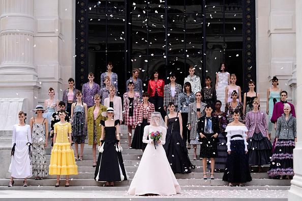 Chanel「Chanel : Runway - Paris Fashion Week - Haute Couture Fall/Winter 2021/2022」:写真・画像(8)[壁紙.com]