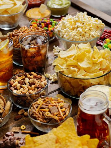 Sweet Food「Group of Sweet and Salty Snacks, Perfect for Binge Watching」:スマホ壁紙(9)