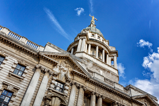 Contrasts「Lady Justice on top of Old Bailey the Central Criminal Court of England and Wales in London」:スマホ壁紙(2)