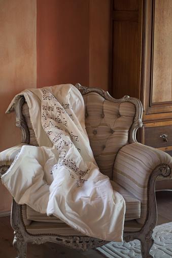Duvet「Fancy old style chair」:スマホ壁紙(5)