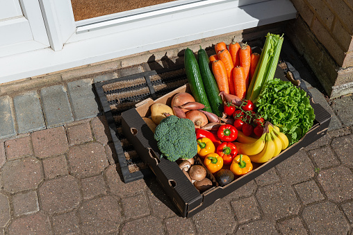 Front Door「Box of fruit and vegetables on a doormat at the front door of a house」:スマホ壁紙(6)