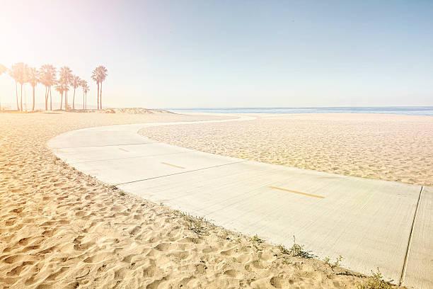winding path on beach:スマホ壁紙(壁紙.com)