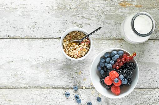 Milk Bottle「Bowl of granola, milk bottle and bowl of berries on wood」:スマホ壁紙(18)