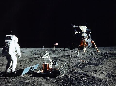 Moon「30th Anniversary of Apollo 11 Moon Mission」:写真・画像(2)[壁紙.com]