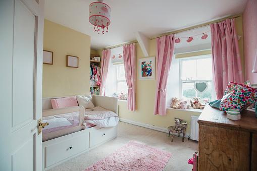 ピンク色「フェミニン子供用ベッドルーム」:スマホ壁紙(8)