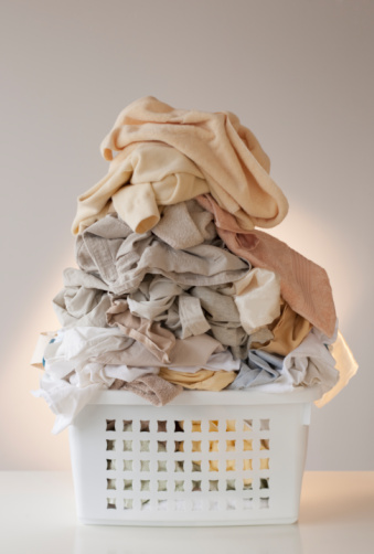 Washing「A laundry basket full of clothes」:スマホ壁紙(16)