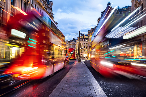 Oxford Street - London「London typical red bus blurred motion at night in Oxford Circus」:スマホ壁紙(0)