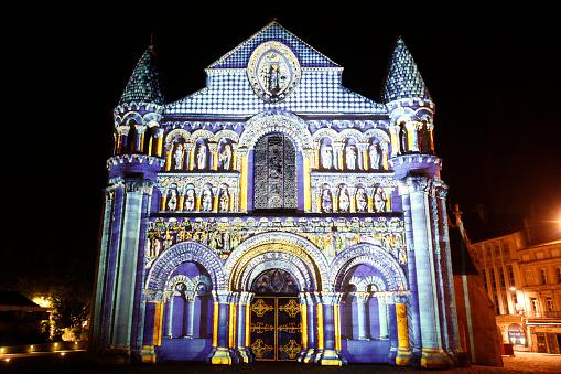 Nouvelle-Aquitaine「Night lighting of Notre Dame la Grande church, Poitiers」:スマホ壁紙(14)